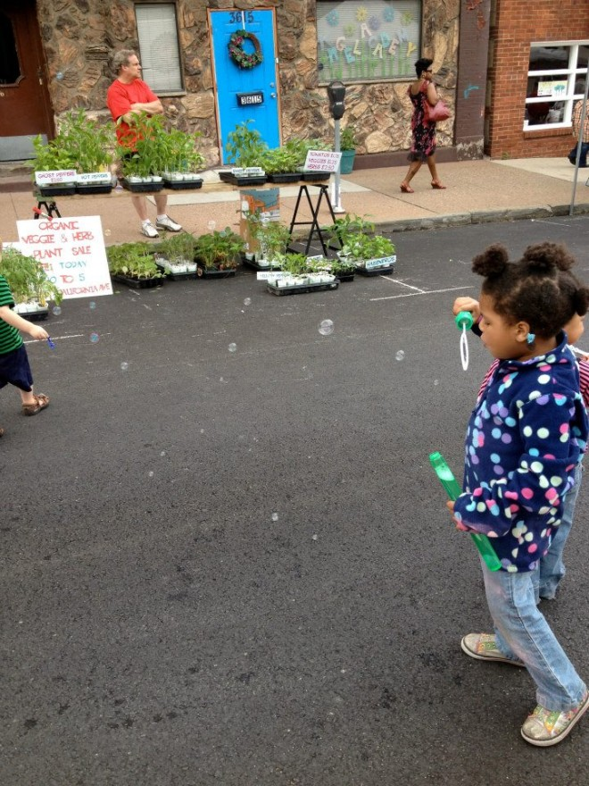 Kids entertained themselves with bubbles, chalk and a variety of other activities.