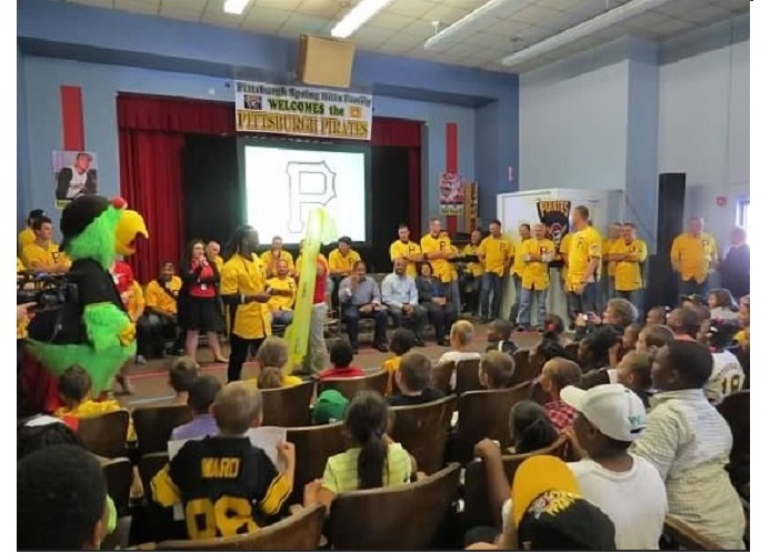 Pirates players visit Spring Hill Elementary
